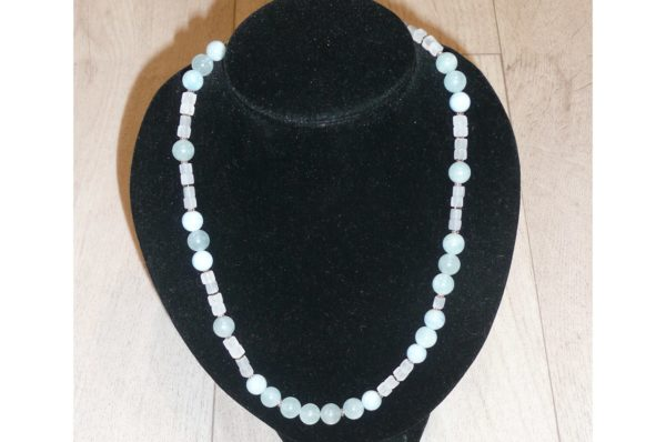 collier en aigue-marine et cristal de roche dépoli